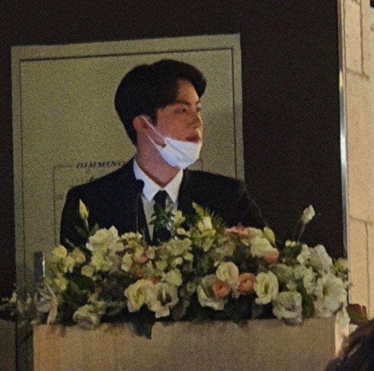 Jin BTS Hadiri pesta pernikahan teman