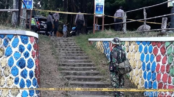 Kapolda Jawa Tengah datangi lokasi penyerangan Wakapolres Karanganyar dan sopirnya. Area di sekitar lokasi penyerangan itu pun tampak dipasangi garis polisi.