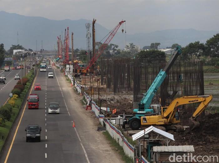 Pembangunan kereta cepat Jakarta-Bandung terus berlangsung meski di tengah pandemi Corona. Proyek kereta cepat ini pun direncanakan akan tembus hingga Surabaya.