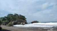 Pantai ini juga menjadi tempat wisata kemping bagi traveler. (Faizal Amiruddin/detikcom)