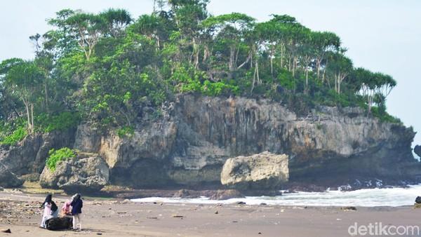 Lokasinya tak jauh dari Pantai Madasari. Tepatnya di Kecamatan Cimerak, Pangandaran. Pantai Madasari memang cantik dan sering jadi lokasi liburan wisatawan. (Faizal Amiruddin/detikcom)