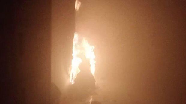 Ruangan pelayanan Kantor Bea Cukai Ambon terbakar. (Foto: Muslimin Abbas/detikcom)