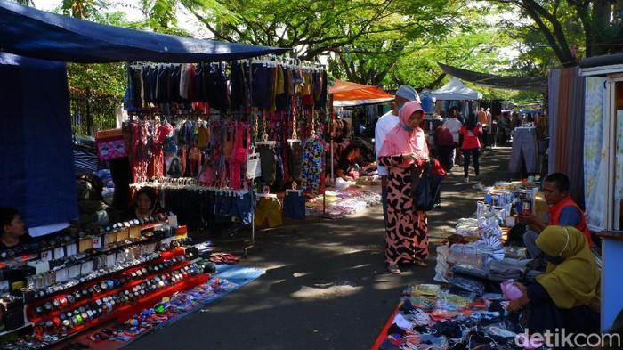 Suasana Pasar Minggu Monumen Perjuangan Bandung
