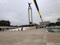 Lapangan Banteng yang sebelumnya ditutup imbas penerapan PSBB kini perlahan kembali ramai dikunjungi warga.
