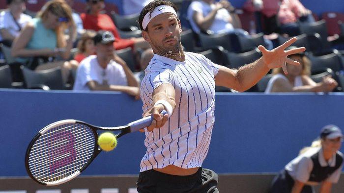 Aksi Grigor Dimitrov saat berlaga di Adria Tour, turnamen yang digagas Novak Djokovic. (Foto: Zvonko Kucelin/AP Photo)