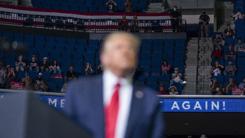Kursi Kosong dalam Kampanye Trump di Tulsa