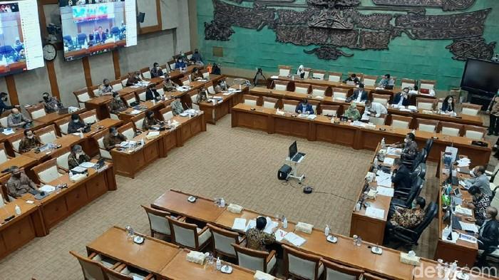 Menteri Keuangan Sri Mulyani Indrawati Rapat di DPR RI