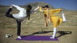 Hari Yoga Internasional digelar oleh sejumlah orang diberbagai negara. Lihat yuk.