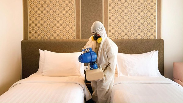 Parador Hotels & Resorts sudah mempersiapkan setiap unit hotel untuk meningkatkan standar keamanan dan kesehatan bagi para tamu. Penyemprotan cairan desinfektan dilakukan beberapa jam sebelum tamu check-in(dok Parador Hotels & Resort)