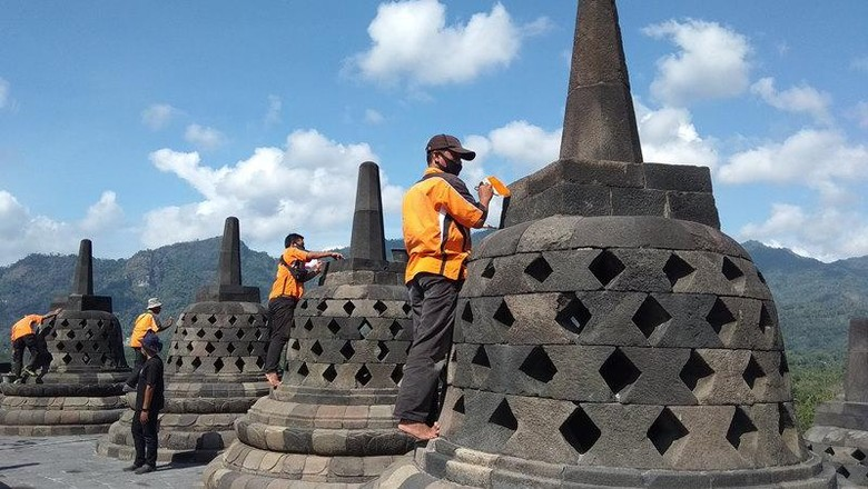 Pembersihan Candi Borobudur