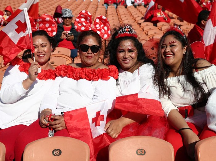 HAMILTON, NEW ZEALAND - OCTOBER 26: Tongan fans prepare for the match during the International Rugby League Test match between the Great Britain Lions and Mate Maa Tonga at FMG Stadium on October 26, 2019 in Hamilton, New Zealand. (Photo by Fiona Goodall/Getty Images)