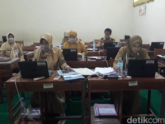 PPDB di SMPN 1 Jatibarang, Brebes, Senin (22/6/2020).