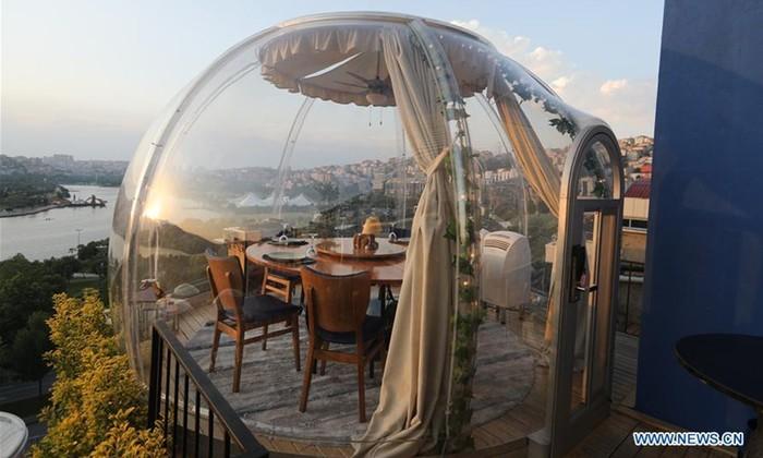 Restoran di Turki yang sediakan tabung balon tranparan