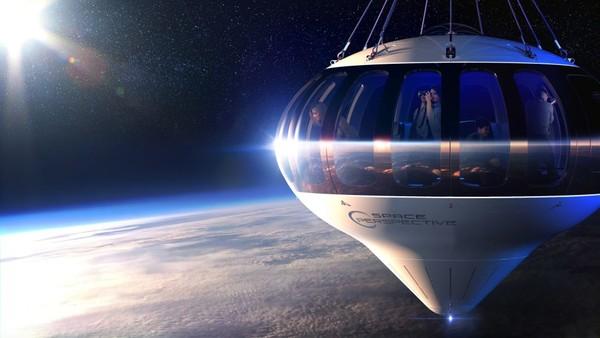Kapsul di Spaceship Neptune berdiameter lima meter, sedangkan balon polietilen di atasnya memiliki diameter 100 meter ketika dipompa penuh.