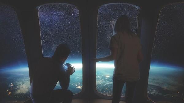 Selama dua jam Anda akan bersantai untuk menikmati pemandangan 360 derajat bumi. Karena pasokan helium terbatas dan diperlukan keperluan medis, Spaceship Neptune menggunakan hidrogen.