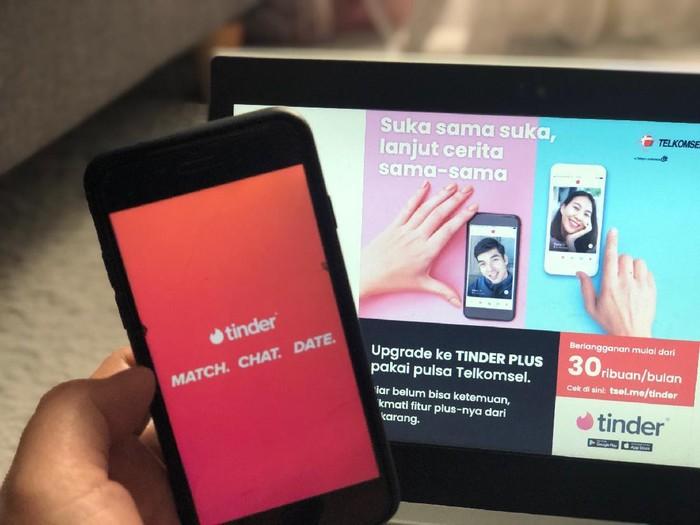 Pelanggan Telkomsel dapat membayar biaya langganan fitur premium Tinder Plus hanya dengan pulsa.