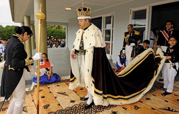 Raja George Tuppou V memimpin dan mengatasi bidang sosial dan kemasyarakatan di sana. (AFP)
