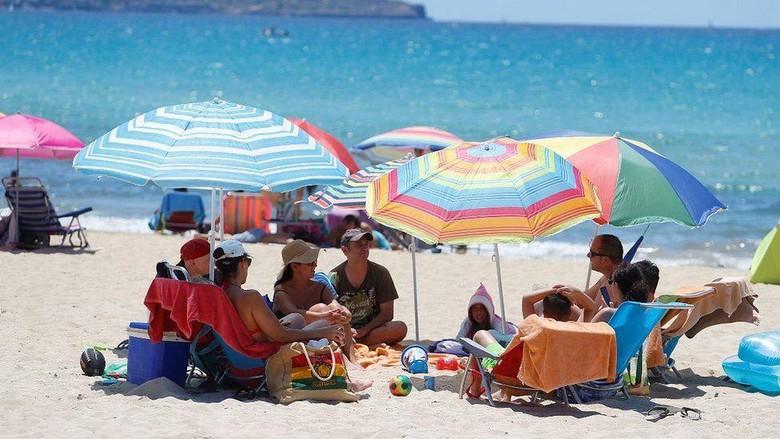 Virus corona: Spanyol terima kembali turis mancanegara setelah tiga bulan terapkan lockdown paling ketat di Eropa