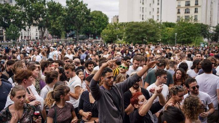 Covid-19: Ribuan orang ikuti festival musik, abaikan aturan lockdown di Prancis