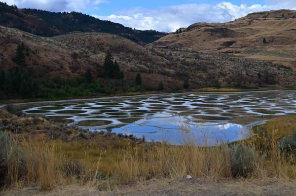 Setiap memasuki musim panas, air akan menguap dan meninggalkan endapan mineral yang mengkristal. (iStock)