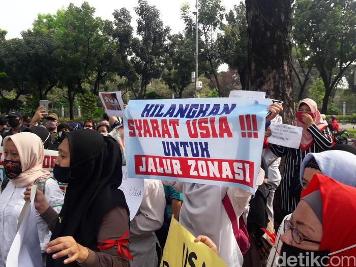 Demo di Balai Kota DKI