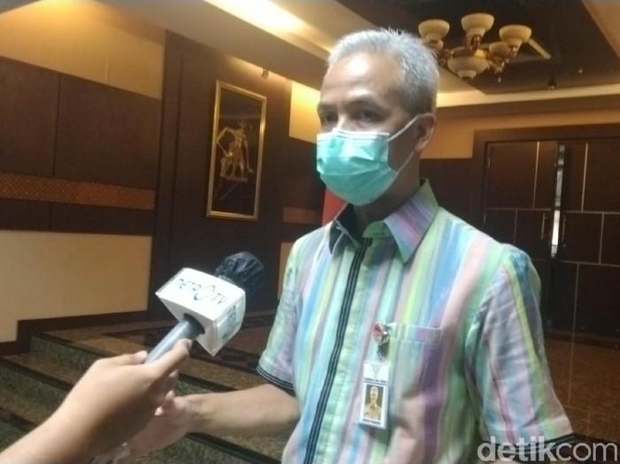 Gubernur Jateng Ganjar Pranowo usai rapat di kantornya, Selasa (23/6).