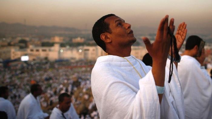 Haji: Pemerintah Arab Saudi putuskan haji tetap diselenggarakan, tapi larang jemaah internasional ikuti ibadah untuk cegah Covid-19