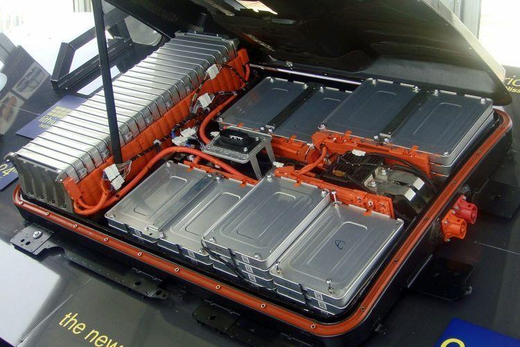 Ilustrasi baterai pada mobil listrik yang dikemas dalam komponen yang aman. electrec.co