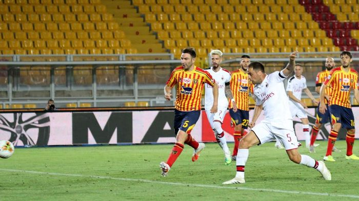LECCE, ITALY - JUNE 22: Giacomo Bonaventura of  Milan scores his teams second goal during the Serie A match between US Lecce and  AC Milan at Stadio Via del Mare on June 22, 2020 in Lecce, Italy. (Photo by Maurizio Lagana/Getty Images)