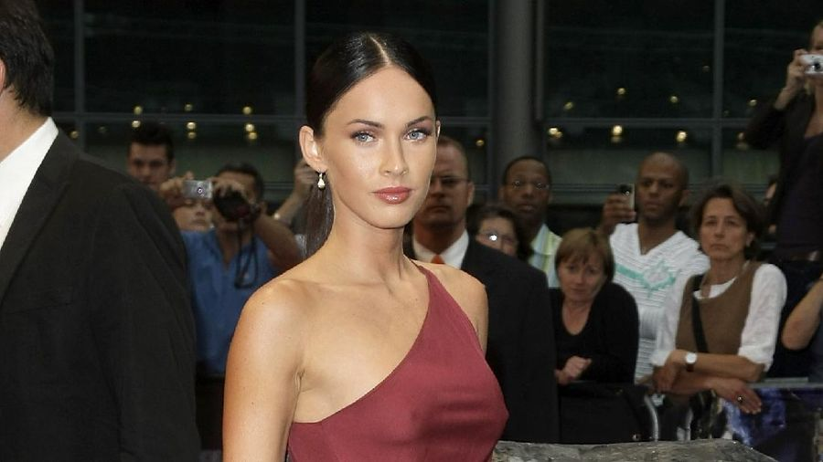 BERLIN - JUNE 14:  Actress Megan Fox  attends the German premiere of Transformers: Revenge Of The Fallen at the Sony Center CineStar on June 14, 2009 in Berlin, Germany.  (Photo by Florian Seefried/Getty Images)