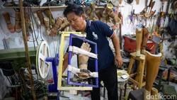 Sanggar Organ Prosthetic berikan harapan baru bagi penyandang disabilitas. Pasalnya, sanggar itu produksi tangan hingga kaki palsu bagi mereka yang membutuhkan.
