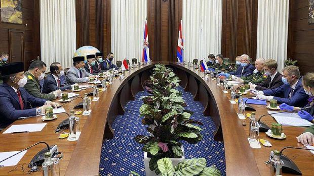 Menteri Pertahanan RI Prabowo Subianto, bertemu dengan Wamenhan Russia, Colonel General Alexander Fomin, Selasa (23/6) di Kantor Kemhan Rusia, di Moscow. (Dok. Twitter @Kemhan_RI)