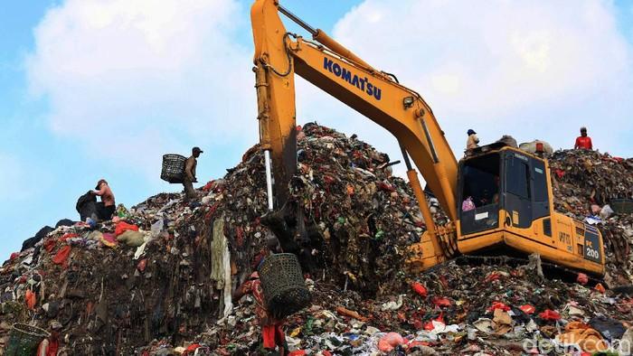 Sampah kerap dipandang sebagai benda tanpa nilai jual. Namun, bagi sebagian orang, mengumpulkan sampah jadi mata pencaharian mereka untuk penuhi kebutuhan hidup