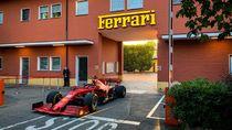 Ketika Mobil Formula 1 Ngebut di Jalan Raya