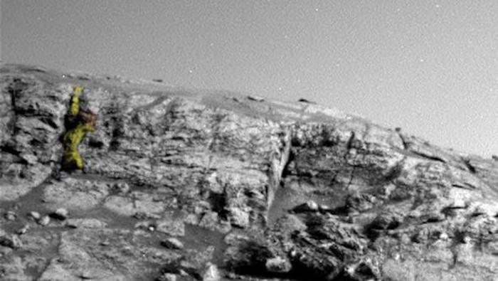 Patung atau monumen bisa menunjukkan sebuah kebanggaan dari suatu negara atau ... planet, setidaknya itu yang dipercaya oleh penggila konspirasi alien dan UFO Scott Waring. Ia kekeuh menemukan patung prajurit di Mars dari gambar yang ditangkap oleh NASA.