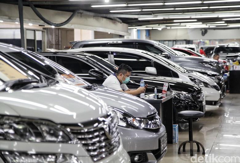Kebiasaan baru atau new normal rupanya tidak berpengaruh dengan angka penjualan mobil bekas. Kini pengusaha mobil bekas pun mulai menjerit.