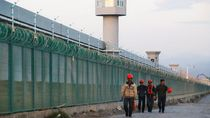 Trump Tunda Beri Sanksi ke China Soal Uighur Demi Perjanjian Dagang