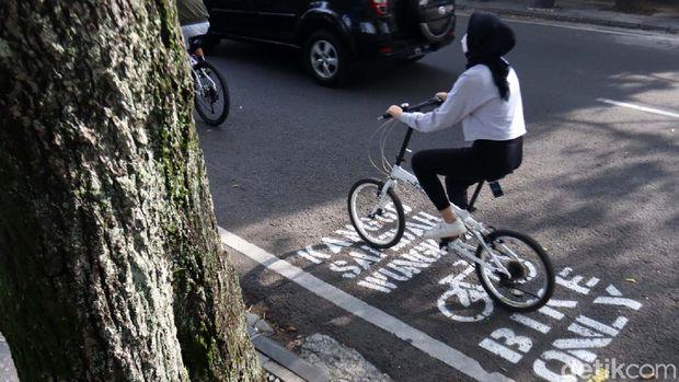 Bersepeda menjadi gaya hidup baru, bagi warga Kota Bandung, Jawa Barat. Jalanan yang ada di pusat Kota Bandung, menjadi trek favorit bagi para pesepeda.