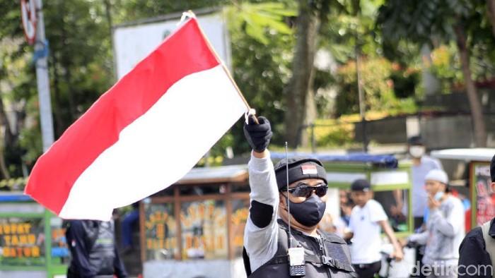 Forum Ormas Islam Jawa Barat (Formasi Jabar) melakukan unjuk rasa di Gedung Sate, Kota Bandung, Rabu (24/6/2020). Mereka mengkritisi RUU HIP.