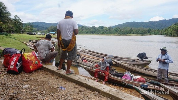 Ada juga dari mereka yang hobby menysuri sungai atau memancing, start-nya juga dari desa itu. Sehingga membuat desa Gema selalu ramai ketika liburan.