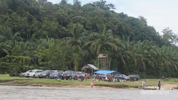 Desa Gema di kecamatan Kampar Kiri Hulu, kabupaten Kampar, Provinsi Riau sebenarnya bukanlah desa tujuan wisata. Namun setiap liburan desa itu ramai dikunjungi para pelancong yang berasal dari berbagai tempat di Propinsi Riau bahkan dari Sumatra Barat.