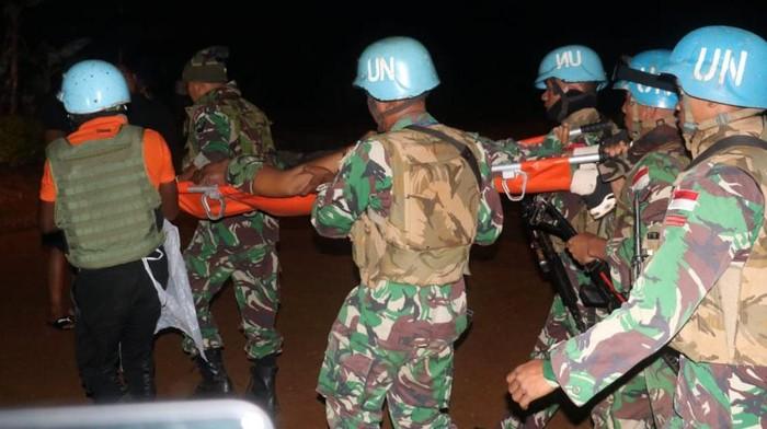 Dua orang prajurut TNI menjadi korban dalam penyerangan patroli misi perdamaian PBB di Kongo. Satu orang prajurit TNI bernama Serma Rama gugur dan satu lainnya terluka.