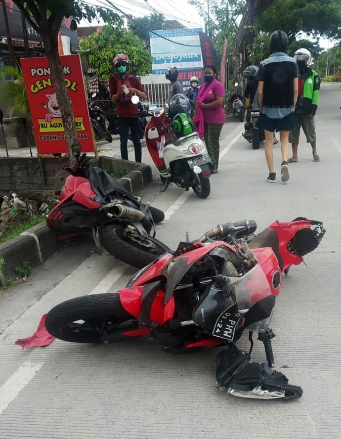 Influencer muda asal Rusia, Anastasia Tropitsel mengembuskan napas terakhirnya saat berlibur di Bali, Minggu (21/6/2020) lalu. Dia mengalami kecelakaan ketika mengendarai Kawasaki Ninja 250 cc.