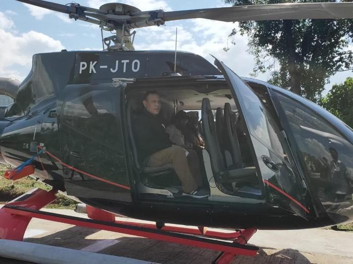 Ketua KPK Firli Bahuri saat naik helikopter ke Baturaja, OKU, Sumsel. (Foto: dok. MAKI)