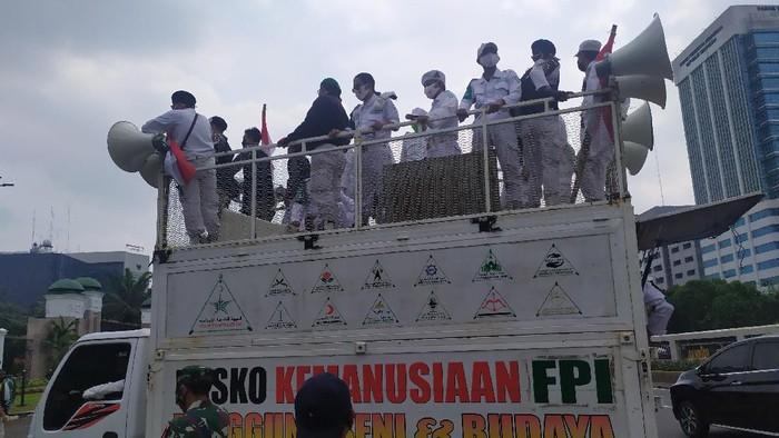 Massa Aksi PA 212 dkk tolak RUU HIP di Depan Gedung DPR/Luqman Arunata