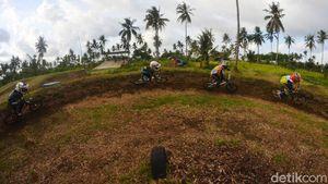 Anak-anak Penggila BMX Minicros Adu Cepat di Pangandaran