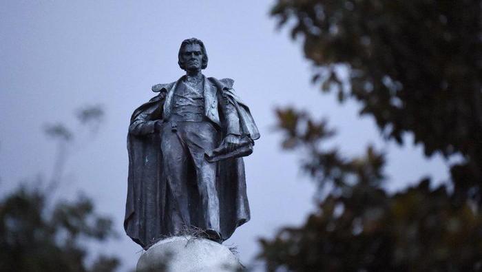 Patung Wakil Presiden ketujuh AS John C. Calhoun akan dipindahkan karena dianggap sebagai simbol perbudakan (AP Photo)