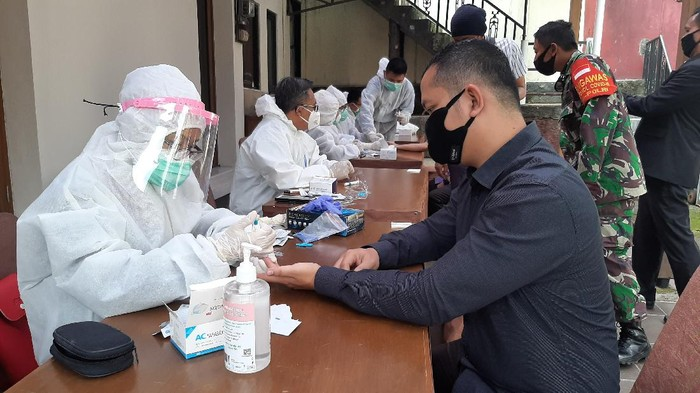 Pegawai hotel di Bogor jalani rapid test