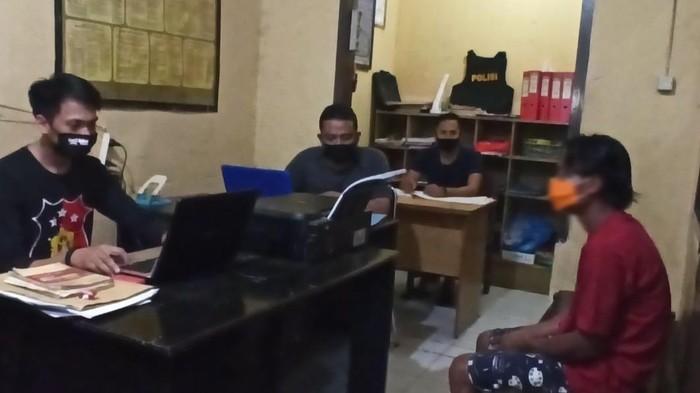 Pelaku Penganiayaan Istri di Luwu Saat Diperiksa Polisi