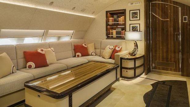 Pesawat jet pribadi.